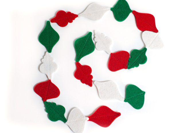 """Гирлянда """"шарики"""" из войлока , ручная работа, материал: 100% шерсть 3мм, на заказ любой формы, в любых цветах, любой длинны"""