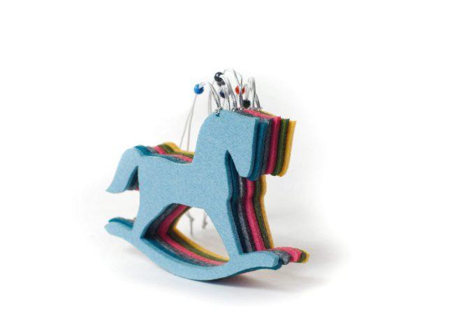 Лошадка, елочная игрушка символ наступающего года из войлока