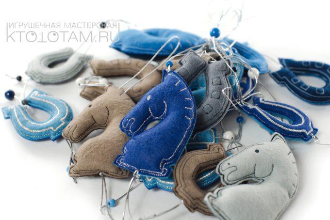 сувенир из войлока лошадка и подкова, мягкая игрушка, символ наступающего 2014 года лошади