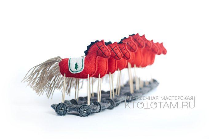 игрушка лошадка из войлока ручной работы