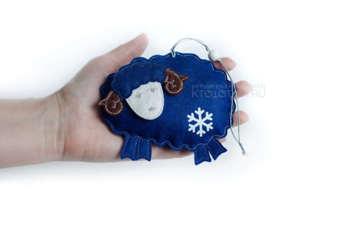 """игрушка """"Овечка"""", подарки ручной работы из фетра с логотипом"""