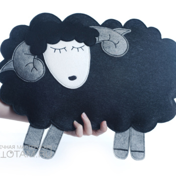 """Подушка """"овечка"""" из войлока"""