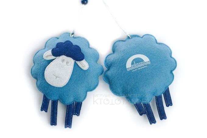 сувенир елочная игрушка символ года из фетра овечка с логотипом