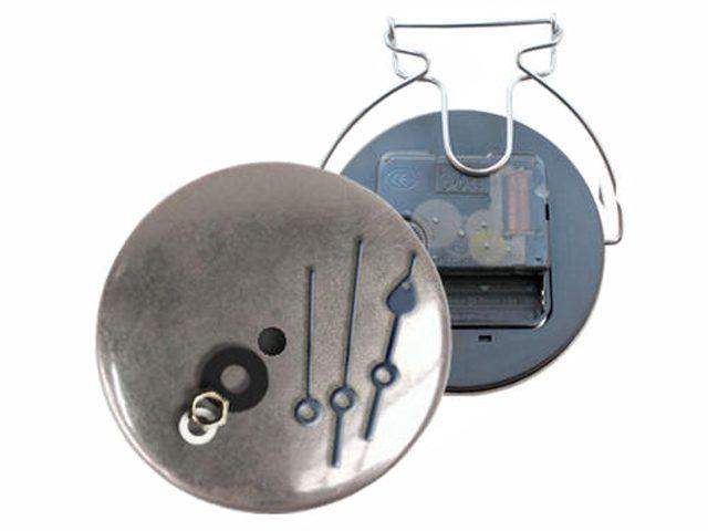 Закатные значки часы, изготовление закатных значков, производство закатных значков, закатные значки на заказ, заказать закатные значки