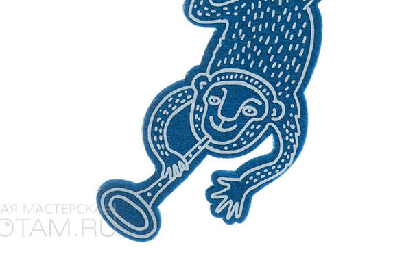 обезьянка с трубой. символ года из фетра, авторские елочные игрушки из войлока, дизайн - Феликс Данкевич, производство - игрушечная мастерская Ктототам