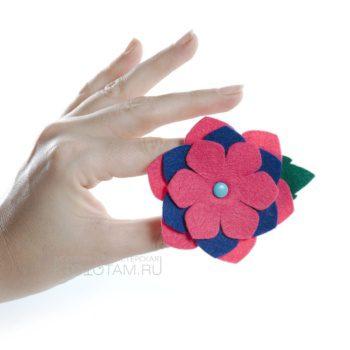 фетровый цветок бутоньерка, аксессуары из фетра, декор из фетра на мероприятие, брошь из фетра