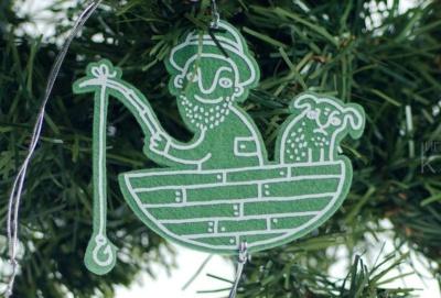 Удачливый Рыбак, авторские елочные игрушки из войлока, дизайн - Феликс Данкевич, производство - игрушечная мастерская Ктототам