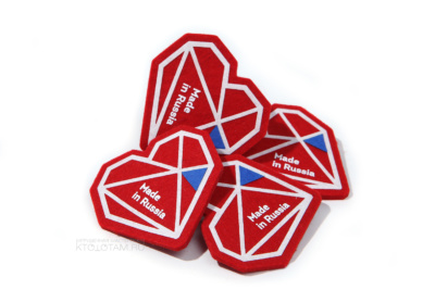 значок с логотипом, с печатью и аппликацией для выставки полигональное сердце по дизайну заказчика