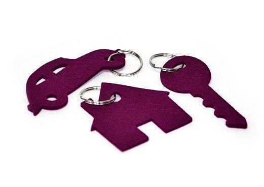 набор брелоков по макету с логотипом, сувенир машинка ключ домик фетровый купить на заказ