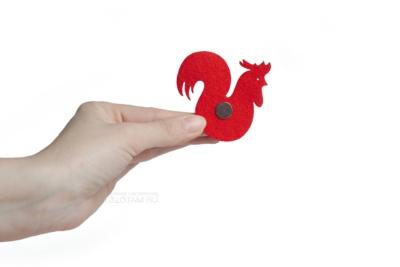 магнит петух из фетра с логотипом