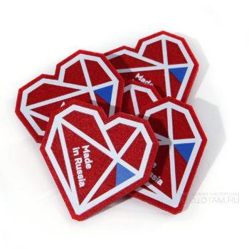 значок с логотипом, с печатью и аппликацией для выставки полигональное сердце по дизайну заказчика, войлочные рекламные значки цена, изготовление подарков из войлока с логотипом, корпоративные оригинальные подарки из фетра, креативные бизнес подарки из фетра, купить необычные подарки из войлока, значки на заказ из войлока