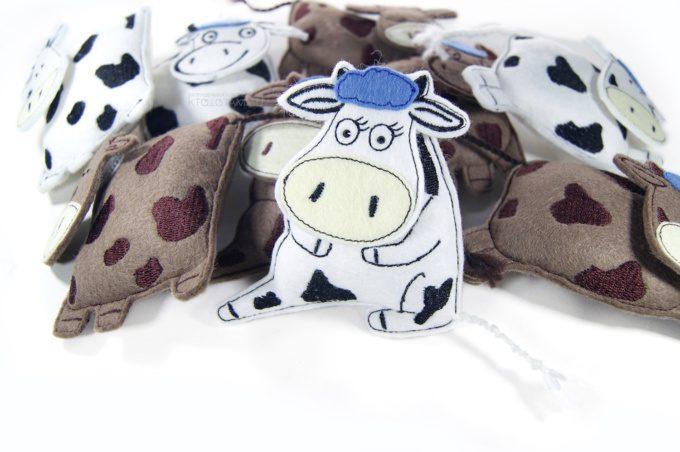 игрушка ручной работы из фетра эко подарок корова бык на заказ оптом с логотипом