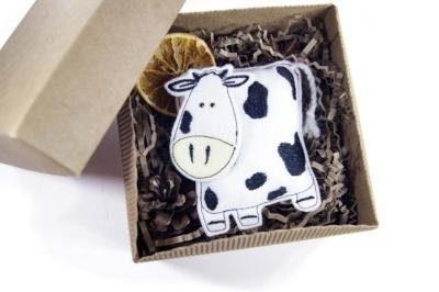 подарок ручной работы бык из фетра в подарочной коробке на заказ оптом с логотипом