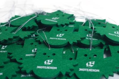 совы в корпоративном цвете заказчика, ёлочные игрушки из фетра с логотипом на заказ