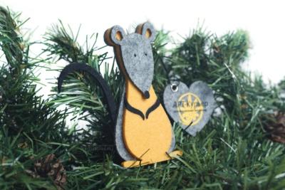 крыса игрушка на ёлку из фетра с сердцем и логотипом на заказ