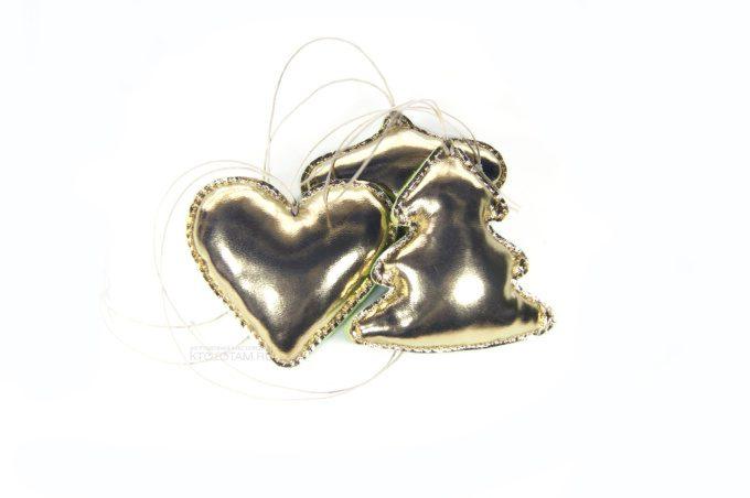 золотые ёлочные игрушки сердце шарик и ёлка ручной работы из кожзама