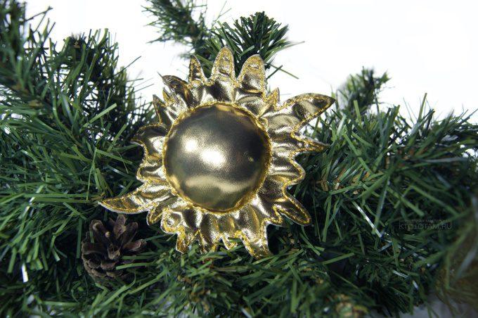 золотое солнце ёлочная игрушка ручной работы из кожзама