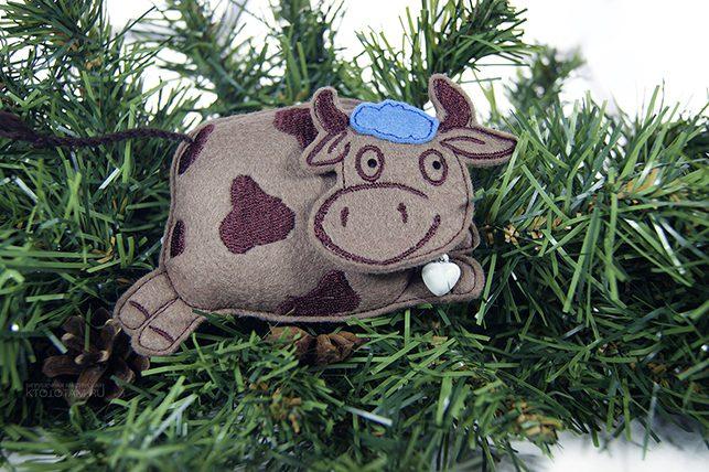 игрушка ручной работы корова бык эко подарок из фетра на заказ оптом с логотипом