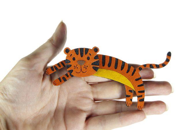Елочная игрушка тигр новогодние подарки символы года с логотипом на заказ из фетра